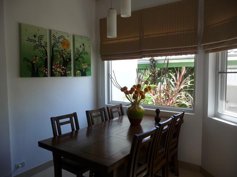pool-villa-coconut-dinning-table