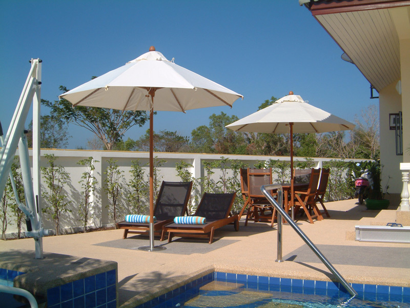 pool-villa-coconut-pool-loung
