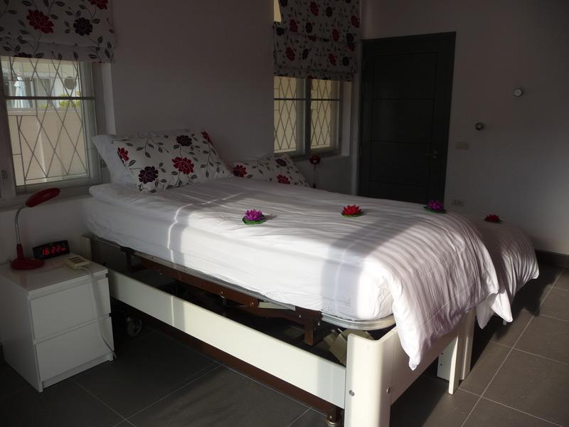pool-villa-si-daeng-bedroom-1