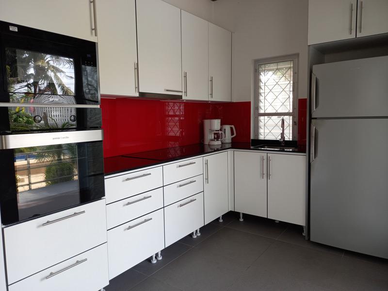 pool-villa-si-daeng-kitchen