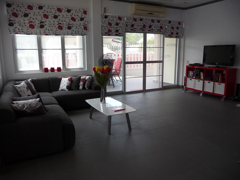 pool-villa-si-daeng-living-room