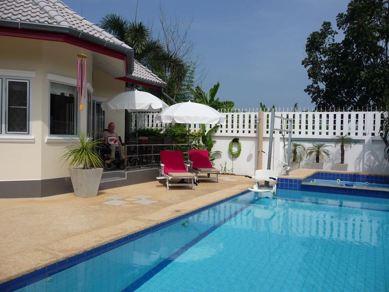 pool-villa-si-daeng-loung-area