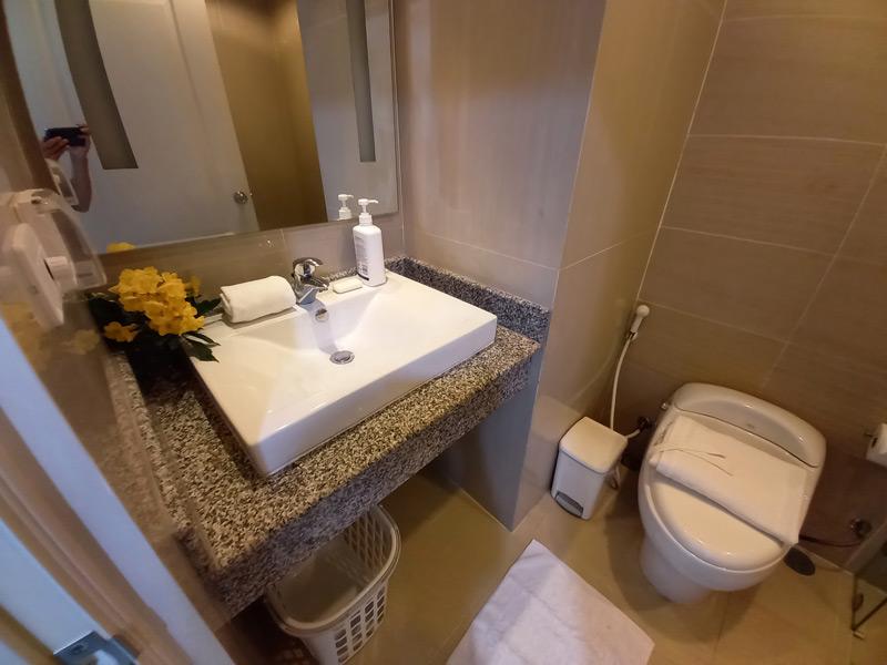 studio-74-tira-tiraa-hua-hin-bathroom